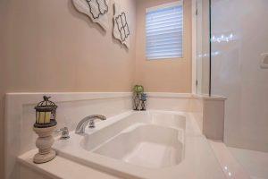 お風呂の詰まりはどう対処する?蛇口と排水口の詰まり解消術をご紹介