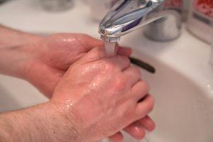 洗面所の水漏れにご用心!水が漏れた時の対処法は?
